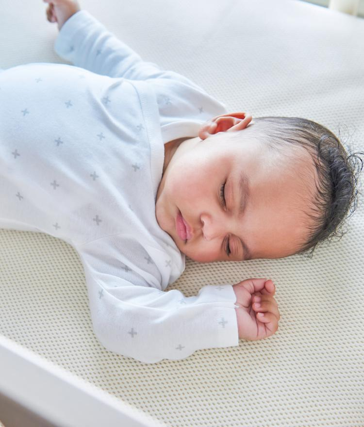 Choosing a Crib Mattress: What is the Difference Between Innerspring & Lightweight?